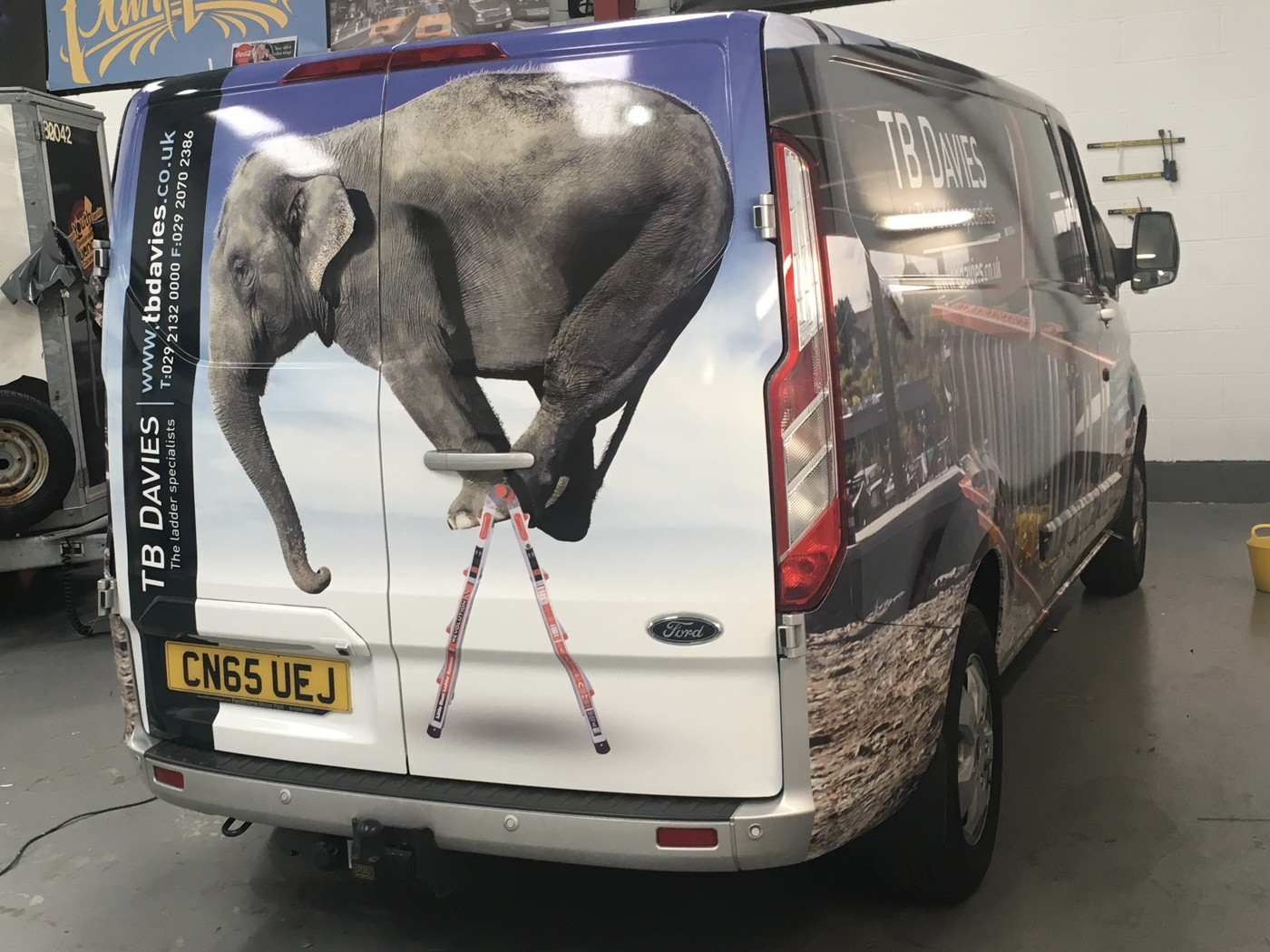 10 Reasons Why Vehicle Graphics Work For Any Business